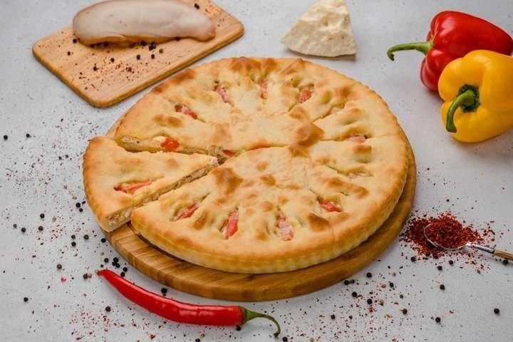 Осетинский пирог с курицей, сыром и болгарским перцем