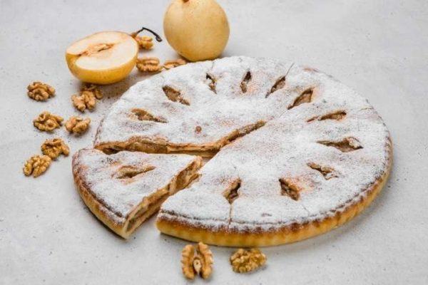 Сладкий осетинский пирог с грушей и орехом