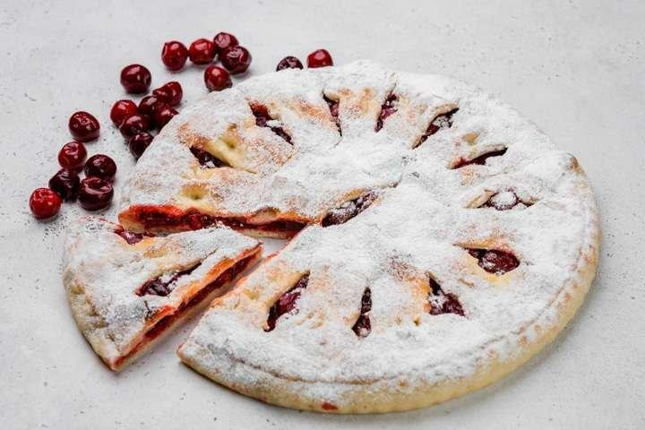 Сладкий осетинский пирог с вишней