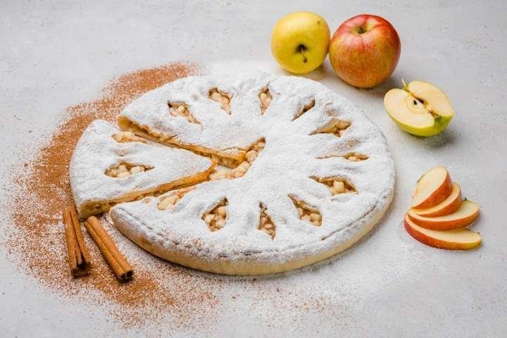 Сладкий осетинский пирог с яблоком и корицей