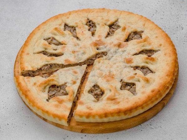 Пирог с мясом, капустой и сыром